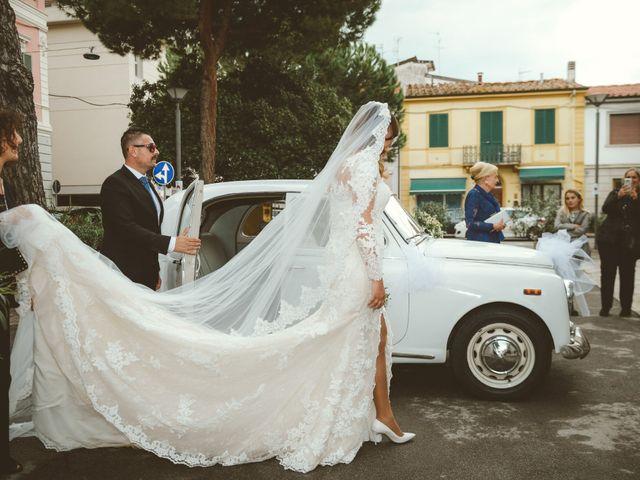 Il matrimonio di Tommaso e Caterina a Viareggio, Lucca 24