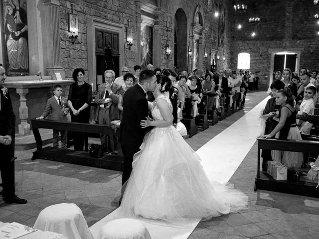 Il matrimonio di Valentina e Fabio a Poppi, Arezzo 25