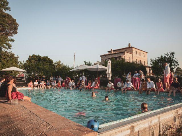 Il matrimonio di Valentin e Violette a Castiglione del Lago, Perugia 32