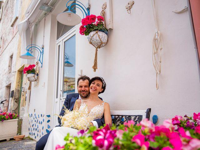 Il matrimonio di Nicola e Anna a Procida, Napoli 29