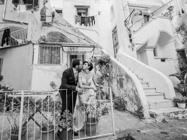 Il matrimonio di Nicola e Anna a Procida, Napoli 32