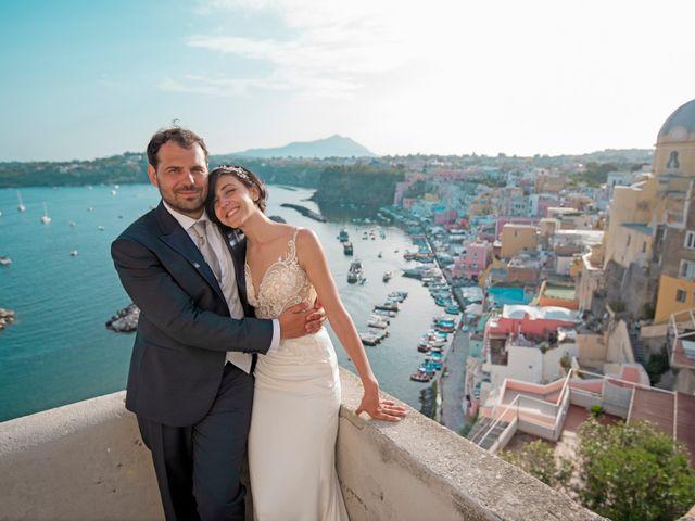 Il matrimonio di Nicola e Anna a Procida, Napoli 33