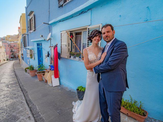Il matrimonio di Nicola e Anna a Procida, Napoli 36