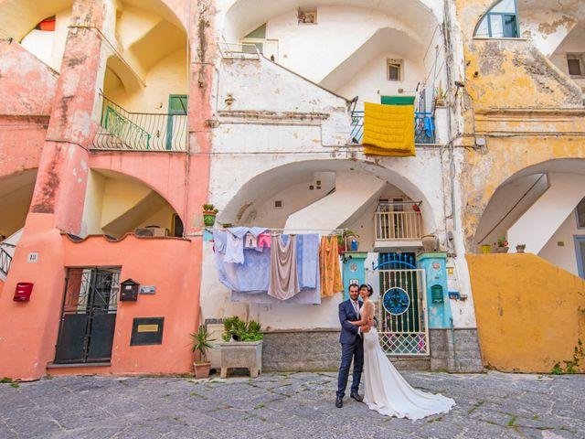Il matrimonio di Nicola e Anna a Procida, Napoli 39