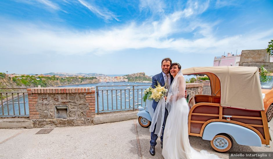 Il matrimonio di Nicola e Anna a Procida, Napoli
