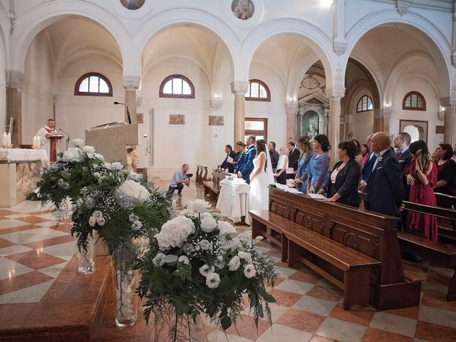 Il matrimonio di Marco e Sara a Volpago del Montello, Treviso 22