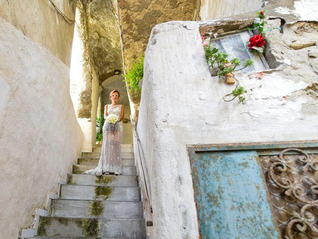 Il matrimonio di Roberto e Mariangela a Procida, Napoli 12