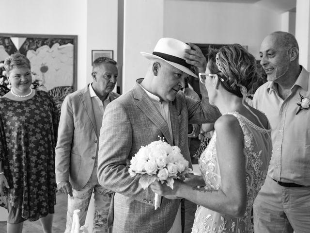 Il matrimonio di Roberto e Mariangela a Procida, Napoli 21