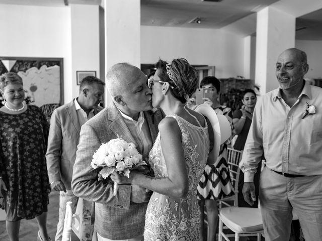 Il matrimonio di Roberto e Mariangela a Procida, Napoli 22