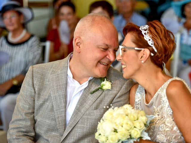 Il matrimonio di Roberto e Mariangela a Procida, Napoli 24