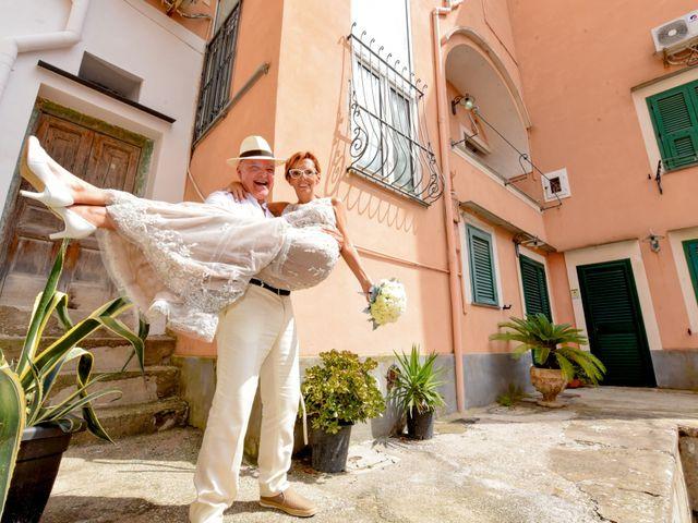 Il matrimonio di Roberto e Mariangela a Procida, Napoli 28