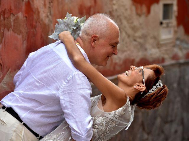 Il matrimonio di Roberto e Mariangela a Procida, Napoli 33