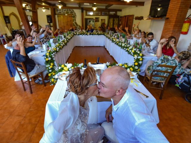 Il matrimonio di Roberto e Mariangela a Procida, Napoli 37
