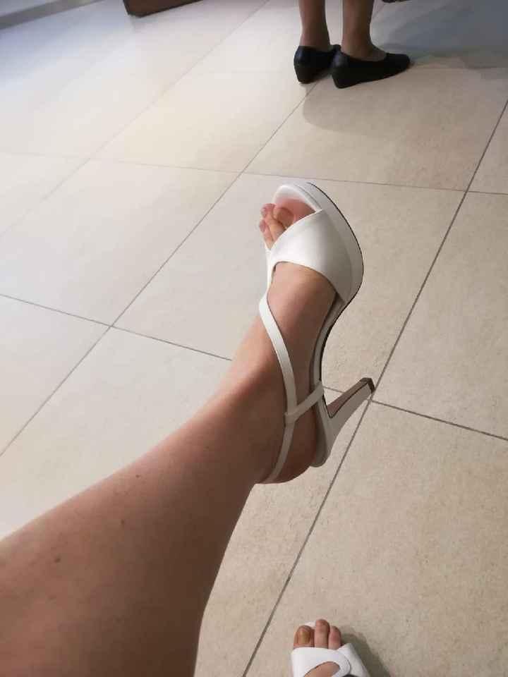 Dubbio scarpe... - 1