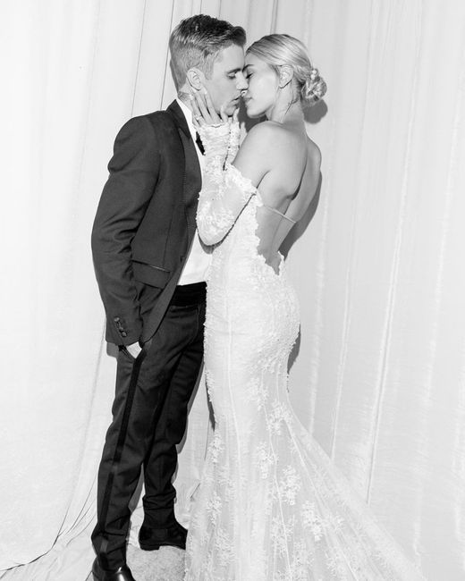 Che voto dai al vestito (e al velo) di Hailey Bieber? 3