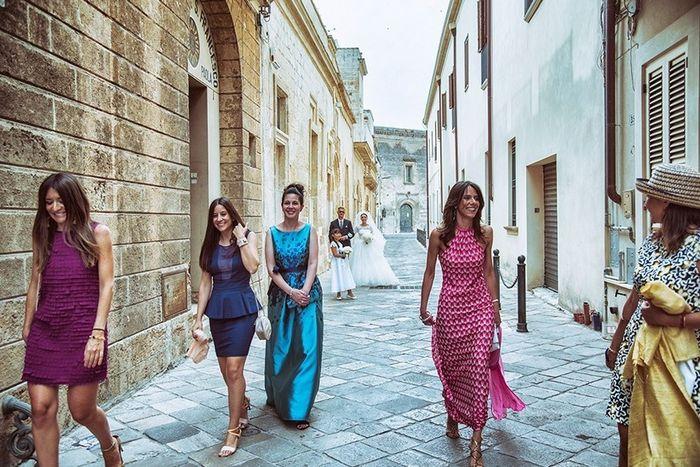 Look invitata matrimonio serale: abito lungo o corto? 1