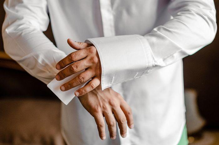 Camicia sposo con iniziali: sì o no? 1