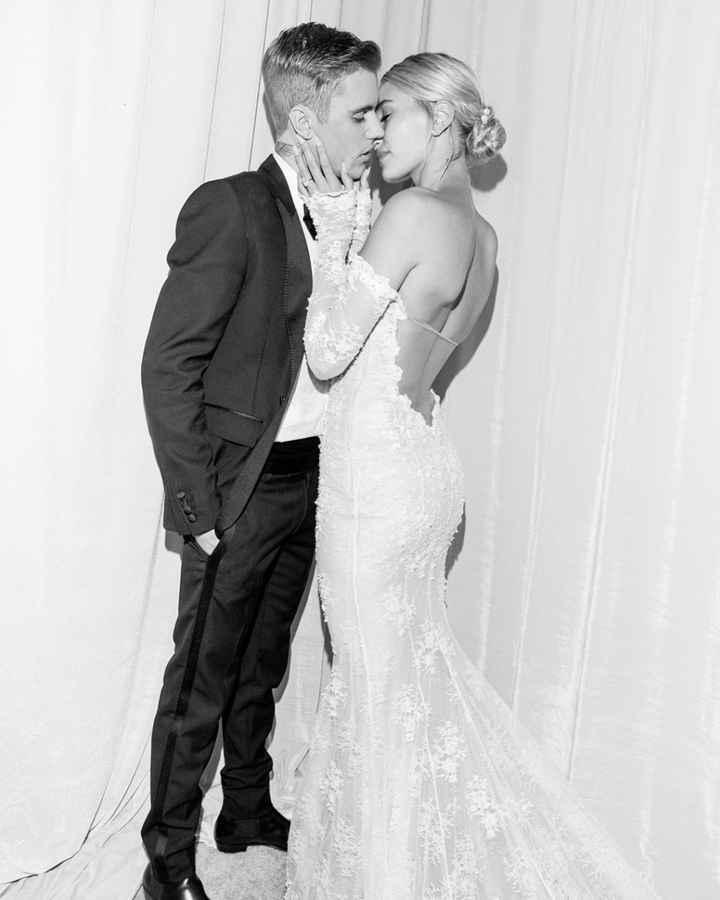 Che voto dai al vestito (e al velo) di Hailey Bieber? - 3