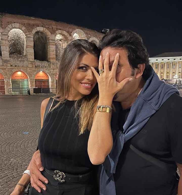 La romantica proposta di Enrico Brignano a Verona 👇 - 1