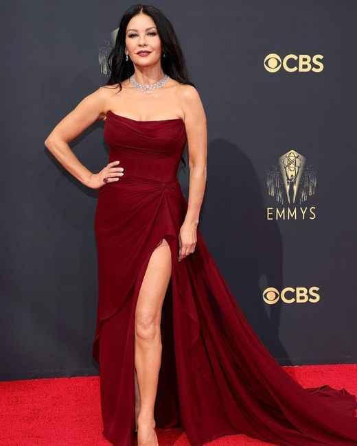 Emmy Awards 2021: i look del red carpet 👇 - 2