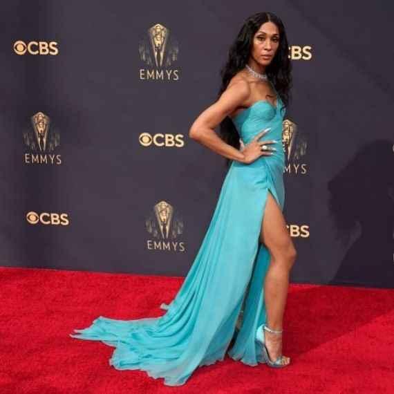 Emmy Awards 2021: i look del red carpet 👇 - 6