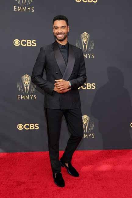 Emmy Awards 2021: i look del red carpet 👇 - 8