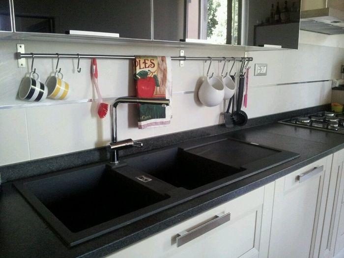Foto delle vostre cucine forum - Cucina bianca top nero ...