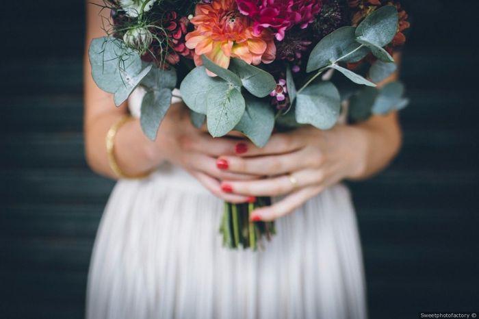 La persona che porta il bouquet alla sposa è... 1