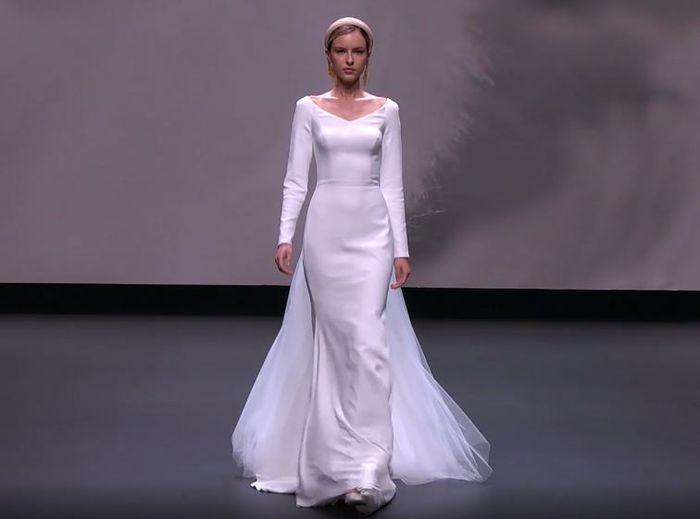 Scopri la collezione 2021 di Jesus Peiro per la Valmont Barcelona Bridal Fashion Week 1