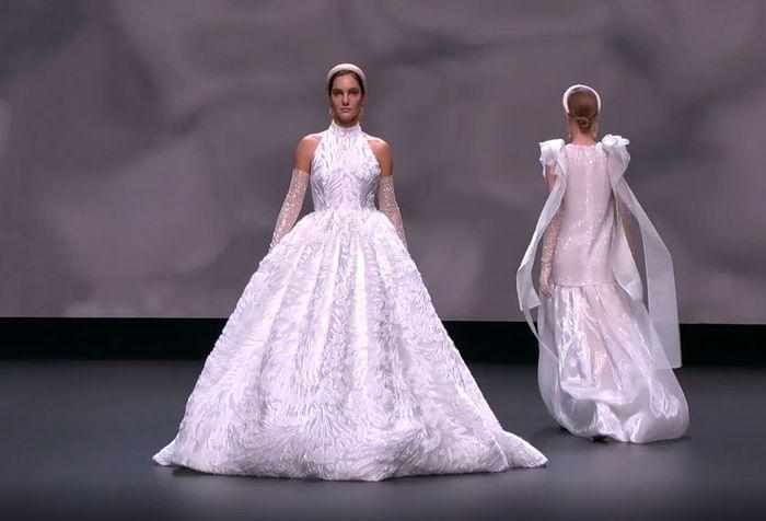 Scopri la collezione 2021 di Jesus Peiro per la Valmont Barcelona Bridal Fashion Week 6