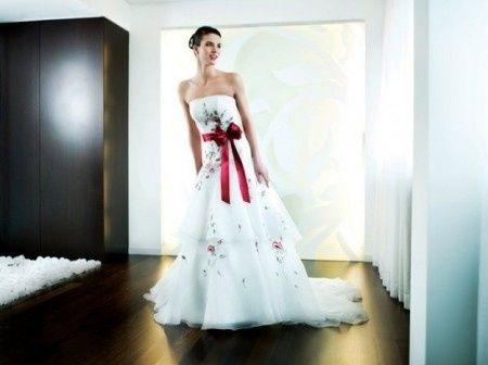Abiti da sposa con particolare rosso