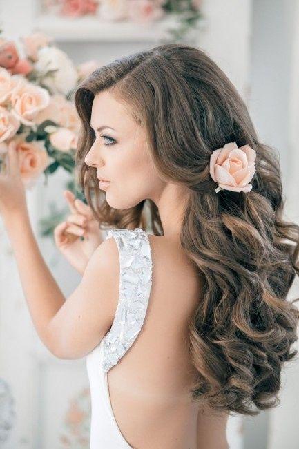 peinado de novia de pelo rizado y largo escoge el tuyo