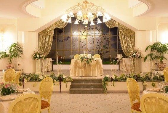 Allestimenti sala la rosa dei venti tripi messina - Fiocchi per coprisedie ...