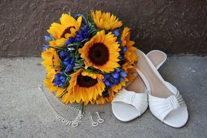 Bouquet Matrimonio Girasoli : Bouquet di girasoli con un tocco blu organizzazione