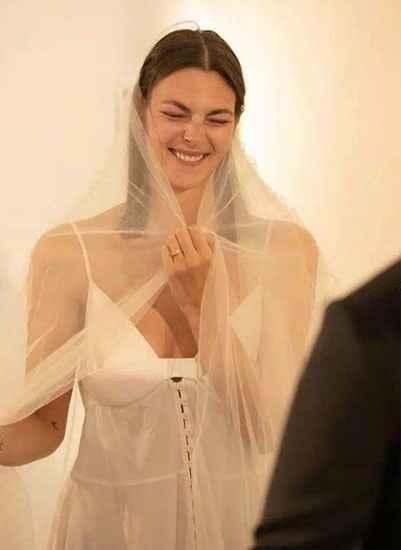 La top model Vittoria Cerreti sposa a Ibiza il fidanzato sei mesi dopo averlo conosciuto - 4