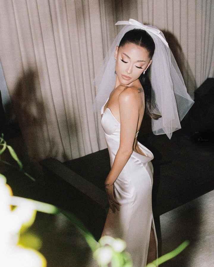 Ecco a voi il sexy abito da sposa di Ariana Grande! 👰 - 4