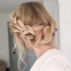 2) Acconciatura sposa con capelli lisci n. 2