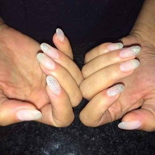 le mie naturali unghie con brillantini