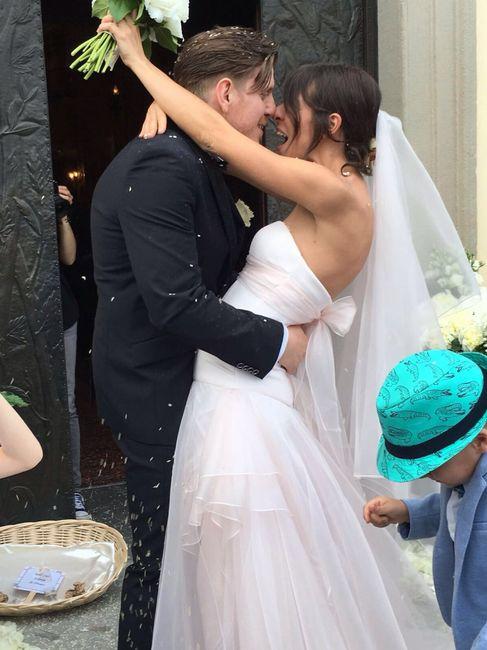 Consigli su come abbinare abito da sposa rosa con abito da sposo - 1