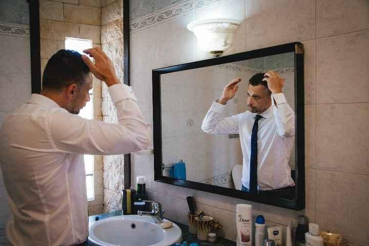 Lo sposo si fa i capelli