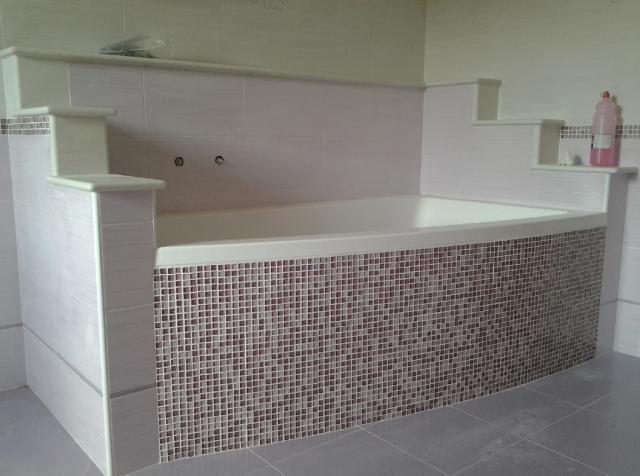 Bagni con piastrelle e mosaico interesting greca piastrelle e
