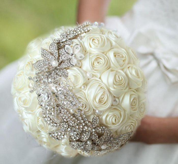 il bouquet della sposa, gioiello, colore bianco