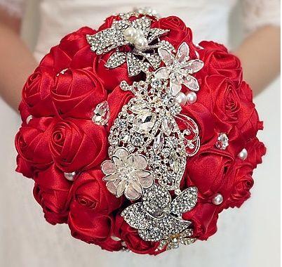 il bouquet della sposa, gioiello, colore rosso