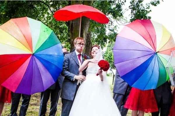 Guida agli accessori da sposa 9 - l'ombrello - damigelle