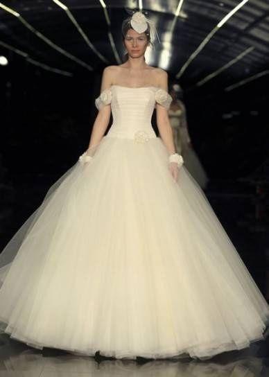 abito da sposa, stile scollo omerale 15