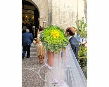 Guida agli accessori da sposa 9 - l'ombrello - con applicazioni floreali