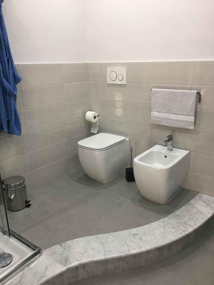 Mi farà uscire si senno questo bagno........ - 2