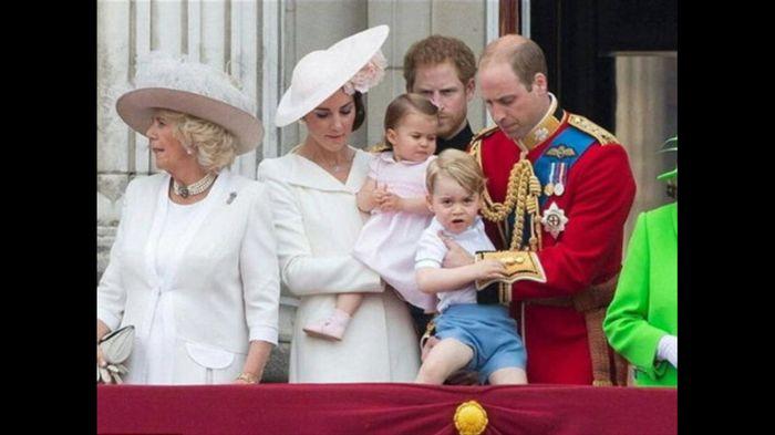 Royal wedding e Kate si veste di bianco 😅 - 1