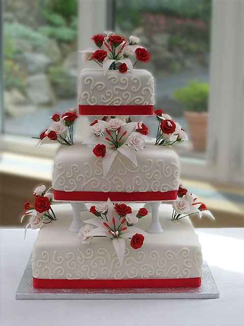 Wedding cake bianca e rossa