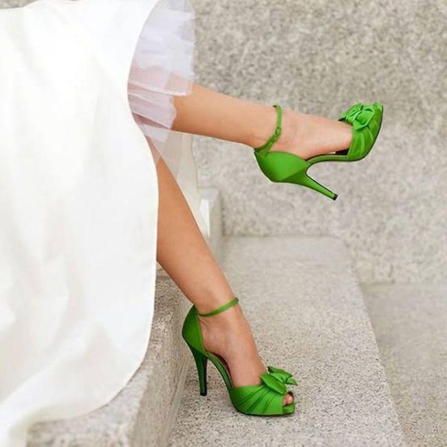 Sceglierete delle scarpe colorate, bianche oppure color nude? 1